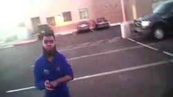VIDEO. Bodycambeelden tonen hoe 18-jarige IS-aanhanger met stenen gooit naar agent en hem met mes bedreigt