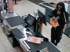 Opgefokte overvaller in Apeldoorn en Zutphen volgens politie zelfde man