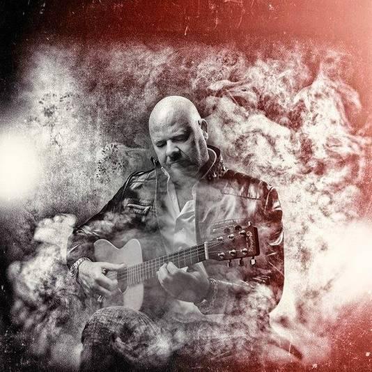 Robert J. Reinders maakt woensdag zijn come-back met een nieuwe CD-single.