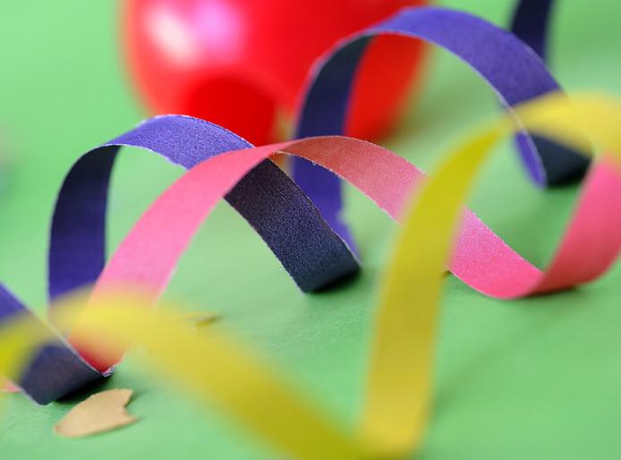 Confetti, slingers en carnavalsartikelen.
