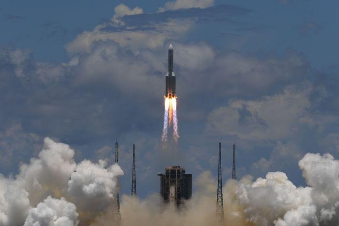 De raket Lange Mars-5 bracht de sonde binnen drie kwartier in een baan om de aarde.