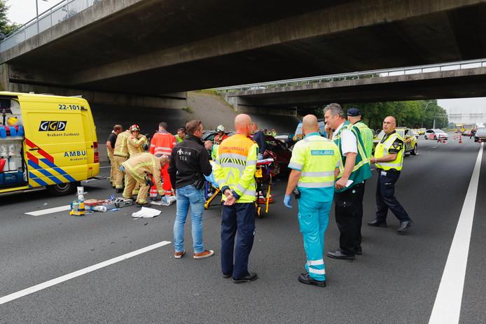 Ongeluk op A50 bij knooppunt Ekkersweijer.