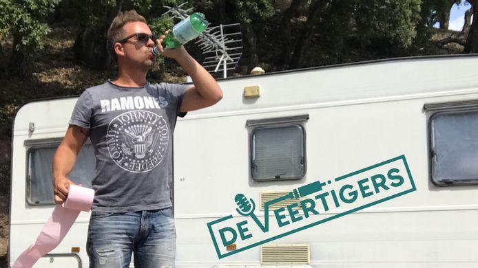 Manuel Venderbos van De Veertigers tijdens een vakantie op de camping.