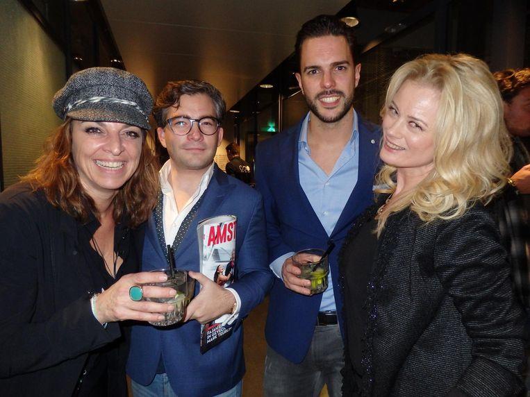 Pam van Praag (BRNDRZ), François-Léon van der Velden (Glamourland Magazine), Roy van Buuren (Art Ambassadors) en ex-model Monique Sluyter (vlnr): 'Mijn hobby is kwantumfysica.' Beeld Schuim