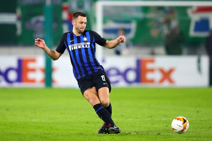Stefan de Vrij met Internazionale in actie tegen Rapid Wien.