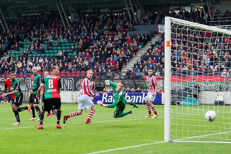 Steef Nieuwendaal van Sparta Rotterdam scoort de 0-3 tegen NEC Beeld anp