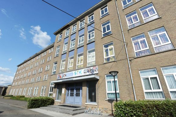 Scholengemeenschap KOBOS, waartoe het Sint-Theresiacollege en het Sint-Godelieve Instituut behoren, kampt met een lange wachtlijst van leerlingen die momenteel geen plaats hebben.
