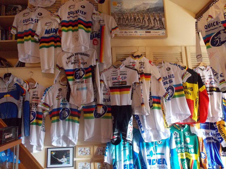 Een deel van de wielercollectie van Paul Van Bommel.