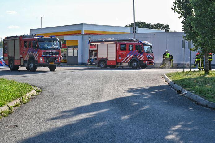 Shell Hazeldonk aan de A16 bij Breda is ontruimd vanwege een gaslek.