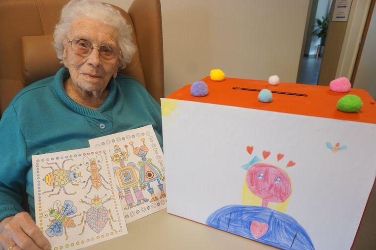 Iedereen kan de bewoners brieven en tekeningen bezorgen via een pop-up brievenbus.