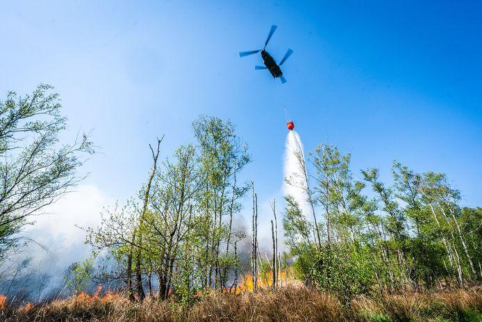 Blushelikopter aan het werk bij de Deurnsche Peel.