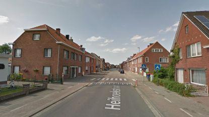 Heihoekstraat drie weken afgesloten: heraanleg verkeersdrempel ter hoogte van De Schakel