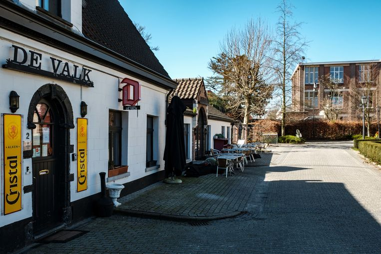 Borsbeek in lockdown. Cafe De Valk.