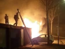 Auto's in vlammen op aan Nijenheim in Zeist