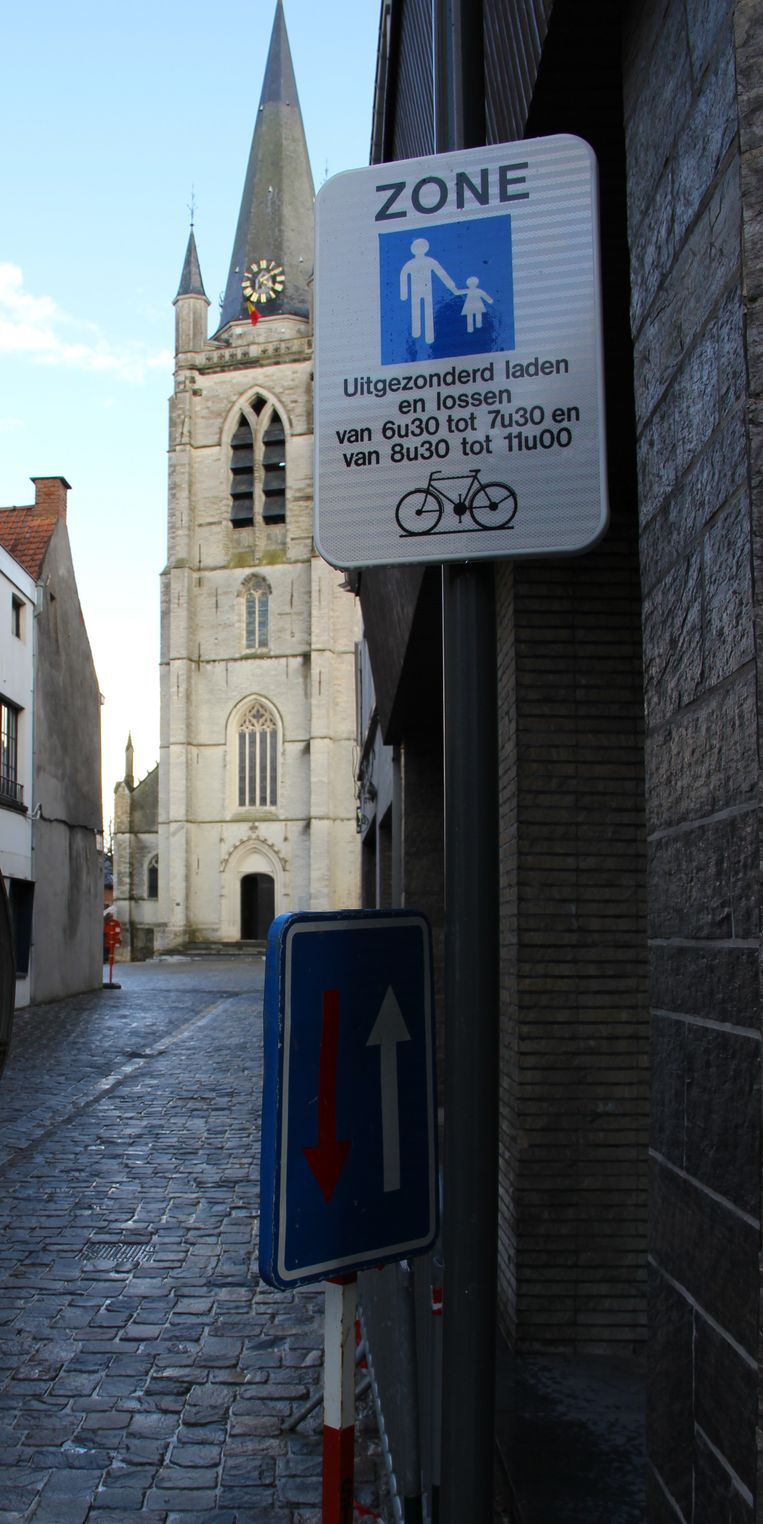 In de Schipstraat is al duidelijk aangegeven dat voetgangers en fietsers baas zijn.