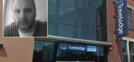 Hotel ziet man met dochter (14) aan voor pedofiel en belt politie