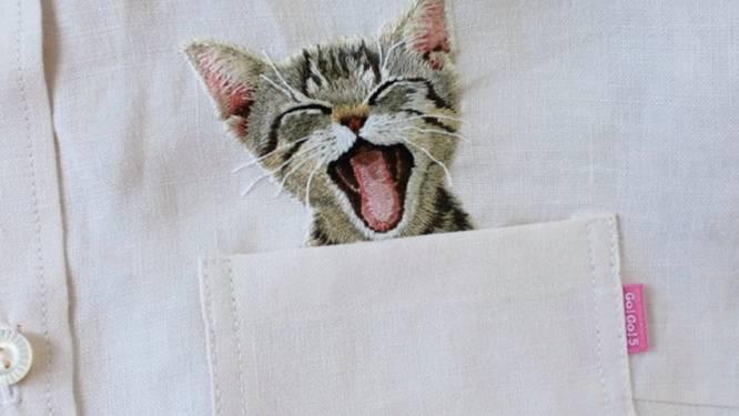 Een kat in een zak: Japanse kunstenares borduurt kittens op overhemden en het resultaat is 'purrfect'