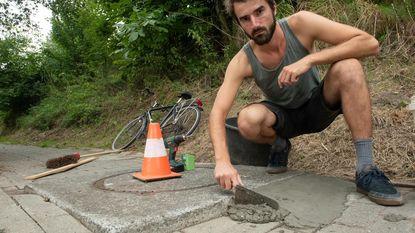Folke neemt heft in eigen handen en herstelt zelf fietspad