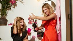 """Kat Kerkhofs en zus Lyn zijn 5 weken 'Tipsy' voor nieuwe reeks: """"Na één week moest ik al overgeven. Dat belooft"""""""