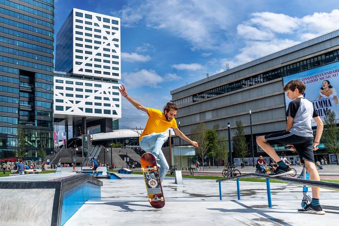 UTRECHT- Tijdelijk skatepark naast Jaarbeursplein geopend. Het skatepark blijft twee zomers bestaan tot er wordt begonnen met de bouw van het jaarbeurspleingebouw.