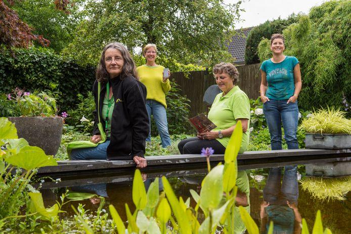 Vier natuurgidsen van IVN Best hebben een aantal wandelingen uitgezet. Vanaf links: Marijke Abrahams, Petra van Dorp, Marjel van Dijk en Ivon van der Pasch.