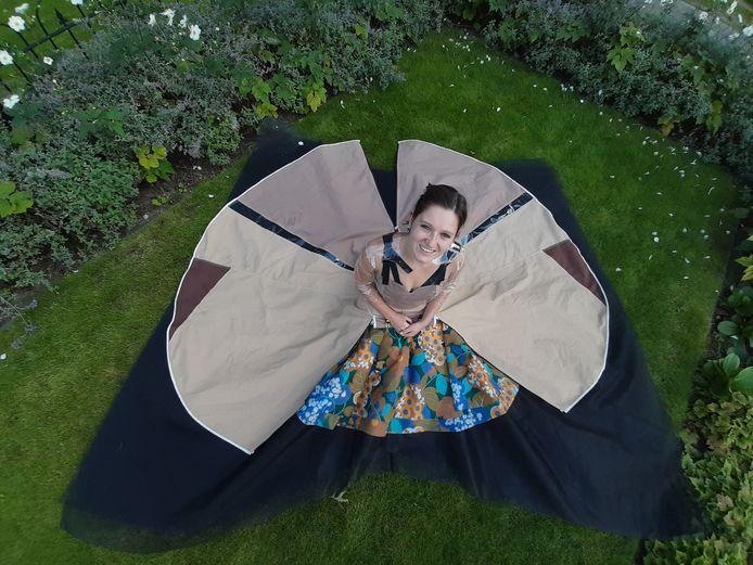 Model Daniëlle Nabuurs in de 'tentjurk' van Marlies Kruimink uit Veghel.