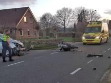 Motorrijder botst met auto bij Ommen