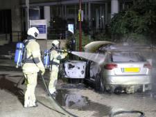 Auto valt ten prooi aan de vlammen na storing