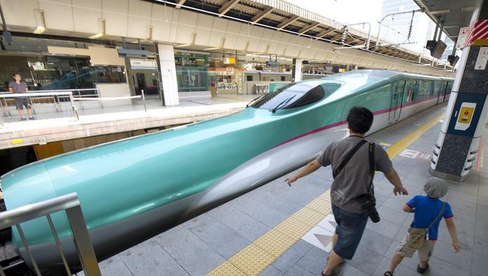De super express-trein, op het station van Tokio.