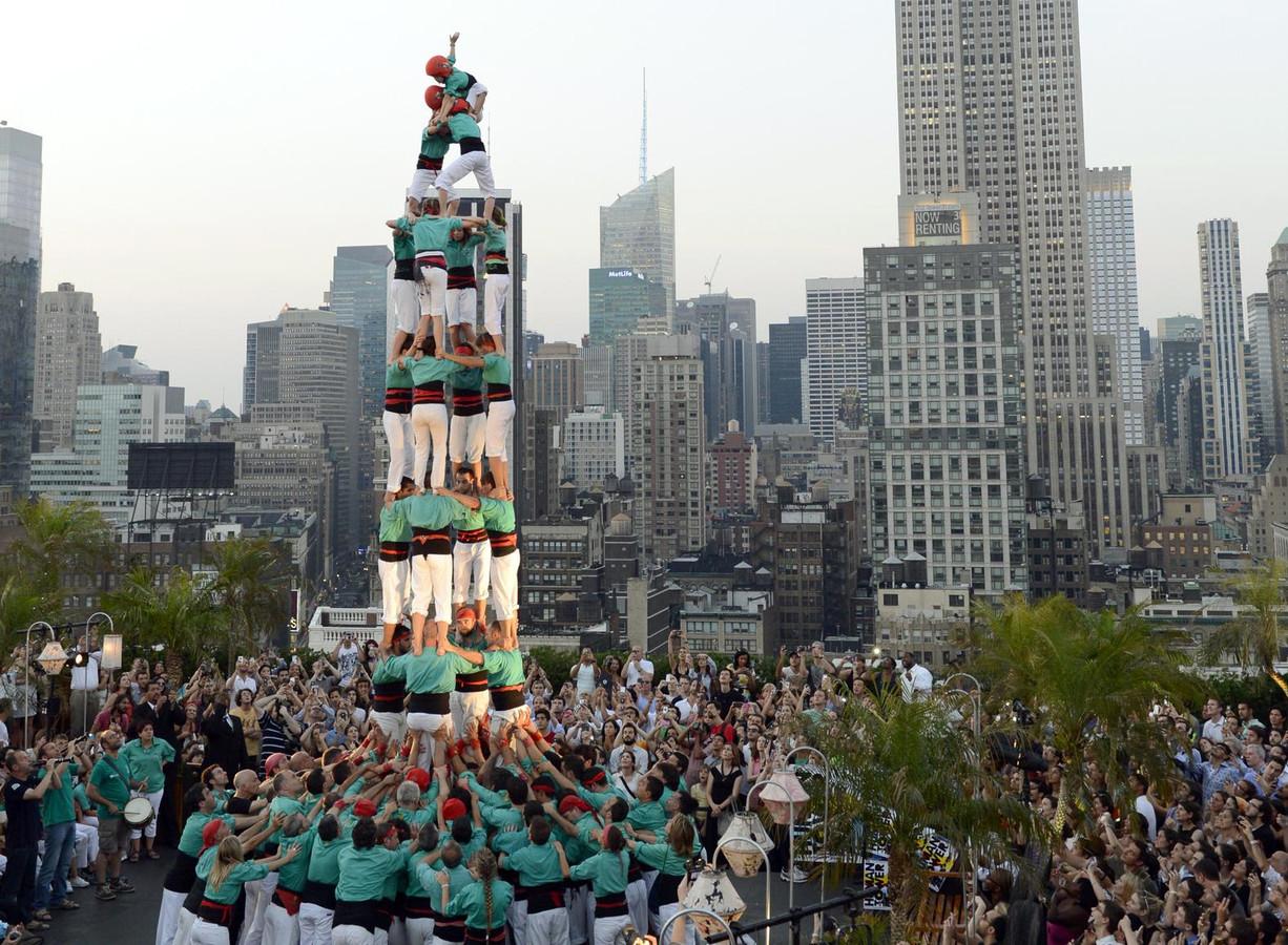 Ter illustratie. Een menselijke toren in New York.