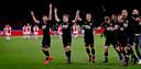 De spelers van AZ vieren de 0-2 zege op Ajax van afgelopen maart.