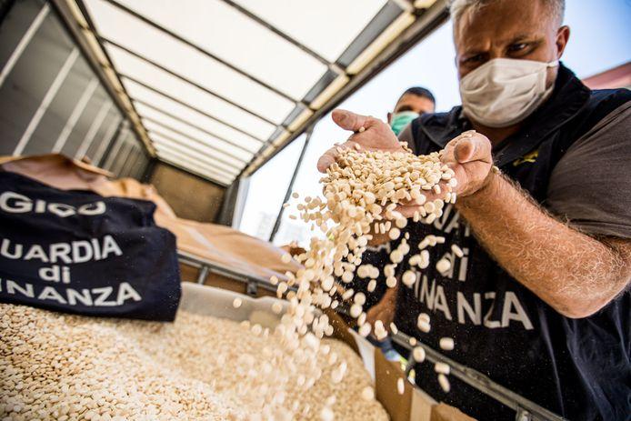 Zo'n 84 miljoen pillen werden onderschept in de haven van Salerno, ten zuiden van Napels.