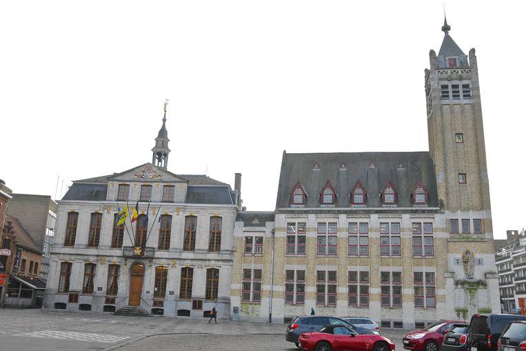 Het stadhuis van Roeselare met belfort