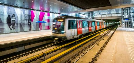 Steekpartij in metro in Amsterdam-West, politie zoekt verdachte