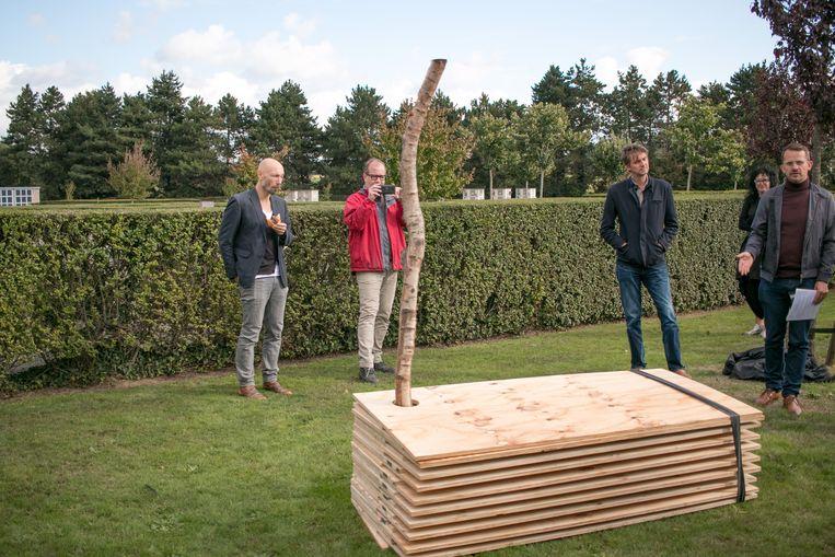 Een artistiek project met een cenotaaf, of een herdenkingsmonument, moet de inwoners van de zeven Wase gemeenten de komende maanden mee laten nadenken over het toekomstig beheer van de begraafplaatsen.