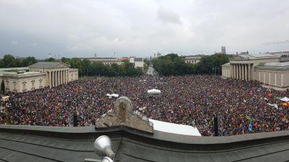 """Duizenden mensen demonstreren in München tegen """"politiek van de angst"""""""