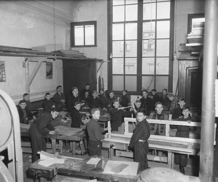 Een ambachtsschool in Nederland in de jaren '40.  Beeld Nationaal Archief