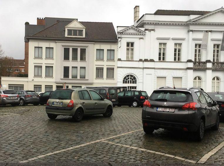 Het Casinoplein, nu een lelijke vlakte, wordt tegen 2024 parkeer- en autovrij heringericht. Dat kan omdat er vlakbij, ter hoogte van het Conservatoriumplein en de Tolstraat, in het kader van de vernieuwing van de stationsbuurt een nieuwe ondergrondse parking komt.