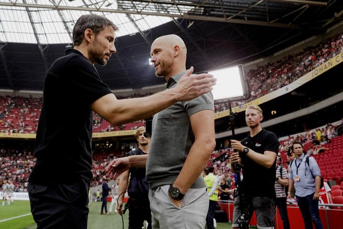 Mark van Bommel en Erik ten Hag, coaches van respectievelijk PSV en Ajax.