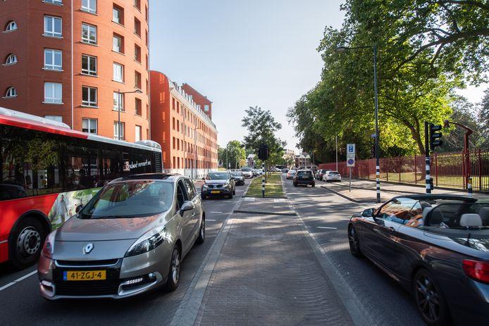 Breda - Druk verkeer op de J.F. Kennedylaan.
