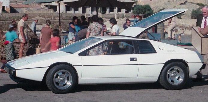 De auto als 'straatmodel'.