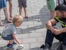 Bram is gelukkigste kind op aarde door kijkje in politieauto: 'Het maakte enorme indruk'