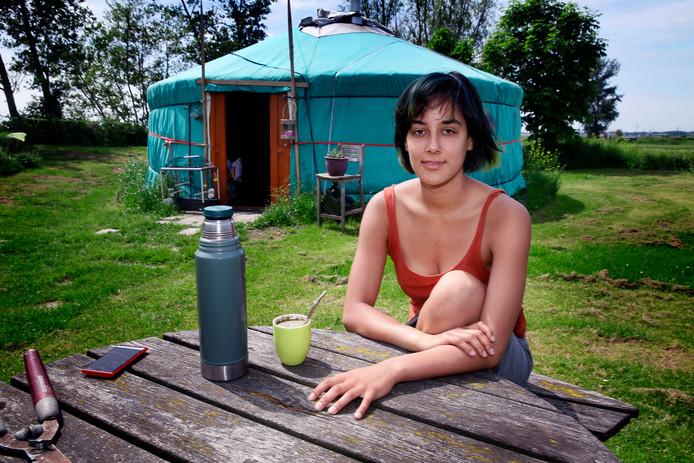 Voor Eline Guicherit is in een yurt wonen een vorm van onafhankelijkheid. ,,Ik wil leren hoe ik zelfvoorzienend kan zijn.