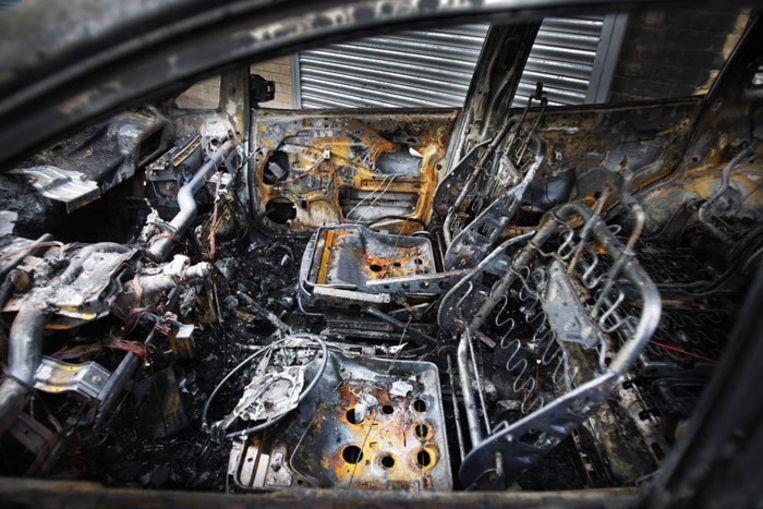 In de Haagsche Schildersbuurt zijn meer dan twintig auto's uitgebrand. Foto ANP/Robin Utrecht Beeld