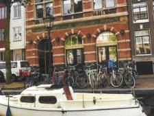Man op bootje Kloveniersburgwal overleed vermoedelijk aan koolmonoxidevergiftiging