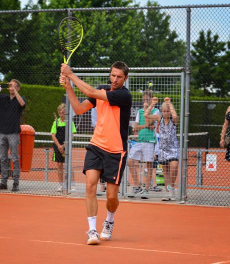 Fusie Helmondse tennisclubs van de baan
