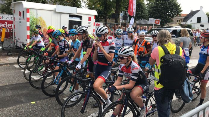 Dames bij de start van de Profronde Etten-Leur 2018.