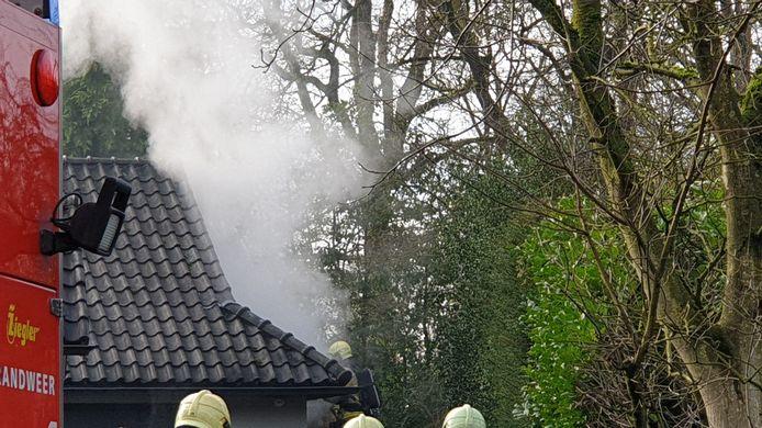 Aan de Brecklenkamplaan in Enschede is zaterdagmiddag brand ontstaan in een woning.