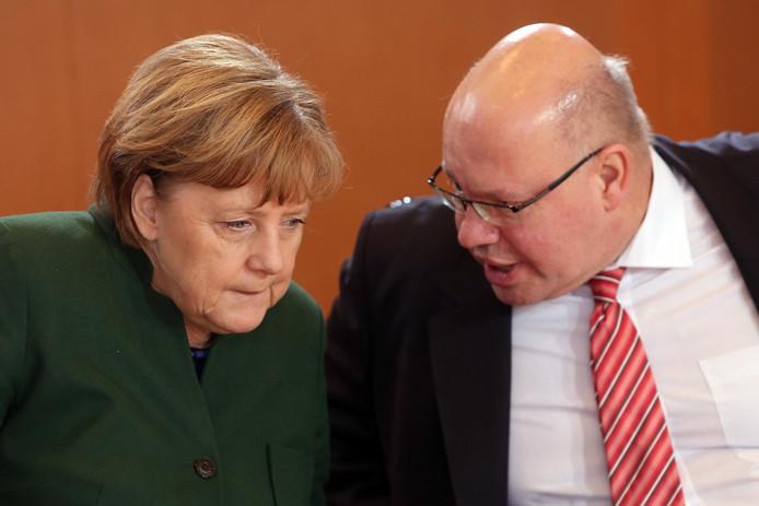 Bondskanselier Angela Merkel en kabinetschef Peter Altmaier.
