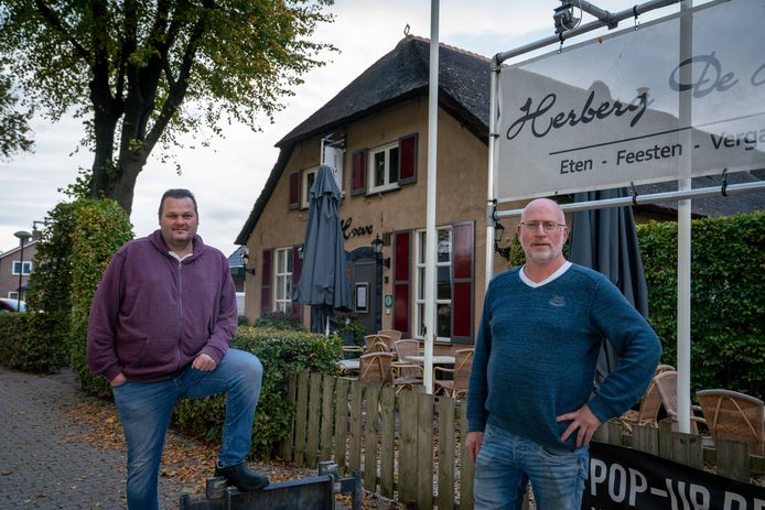 Yvo Vos en Erik Lintsen van De Hoeve in Huissen, vanaf zondag met een DriveThru.